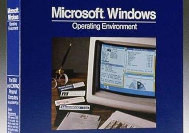 Windows macht eine Zeitreise in die Vergangenheit. Microsoft kündigt Windows 1.0 von 1985 an.